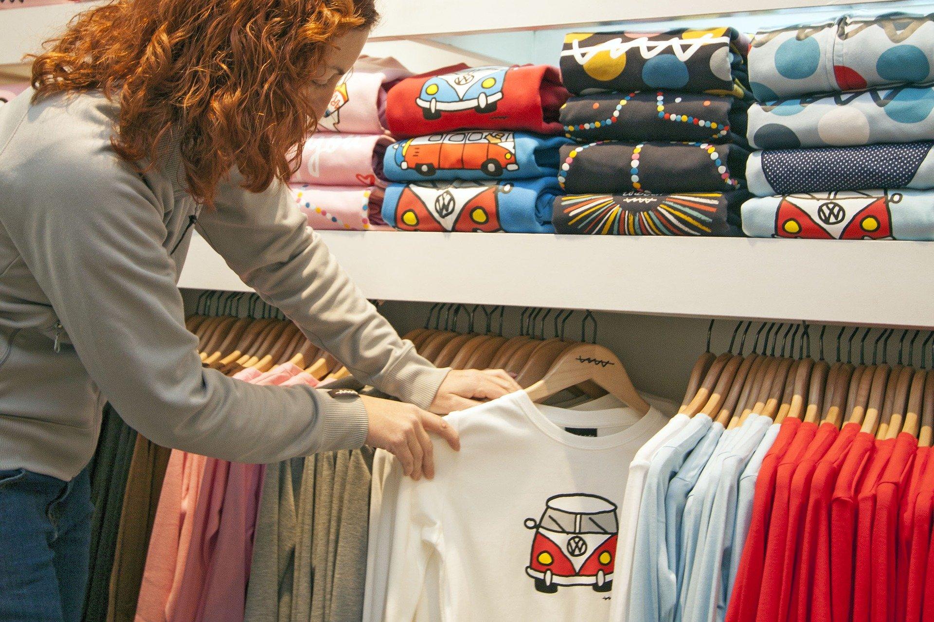 Wszechstronność zastosowania sitodruku na ubraniach