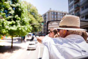 Przewodnik turystyczny - czym się zajmuje, jakich wymaga uprawnień i jakie cechy są w tym zawodzie przydatne?